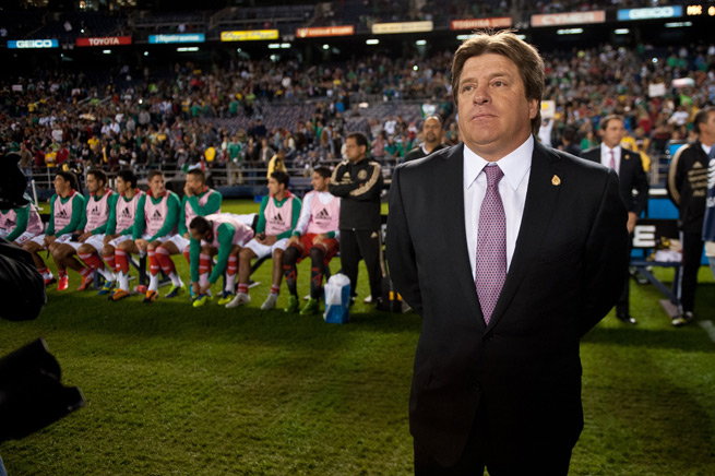 The pressure is on Mexico boss Miguel Herrera and El Tri to beat New Zealand in a two-leg playoff, qualify for the 2014 World Cup and avoid missing out on the competition for the first time since 1990.
