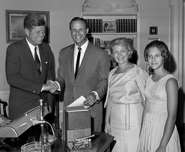 President John F. Kennedy poses with St. Louis Cardinal Stan Musial, his wife Lillian and daughter Janet at the White House during a visit on July 11, 1962 in Washington, D.C.