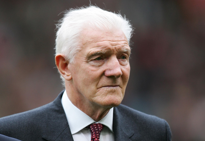 Former Manchester United great Bill Foulkes, who survived the tragic Munich plane crash that rocked the club in 1958, passed away Monday at 81.