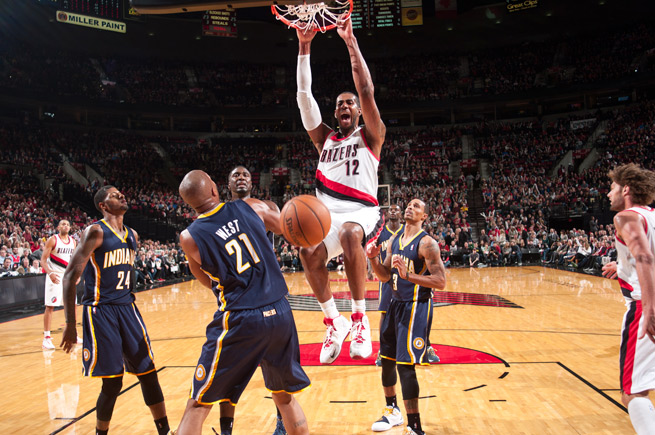 LaMarcus Aldridge (center) is one of three NBA players averaging at least 20 points and 10 rebounds.
