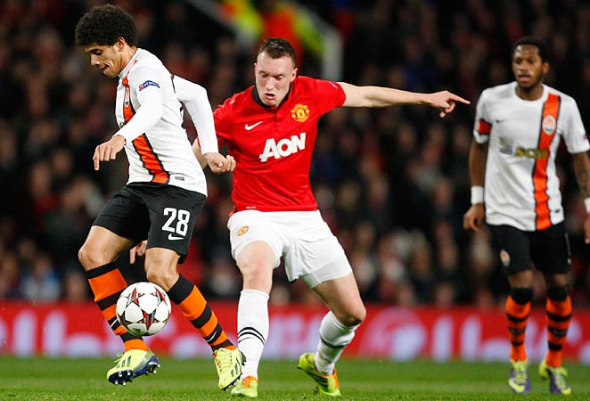 Phil Jnoes (center) scored the only goal as Manchester United defeated Shakhtar Donetsk at Old Trafford.