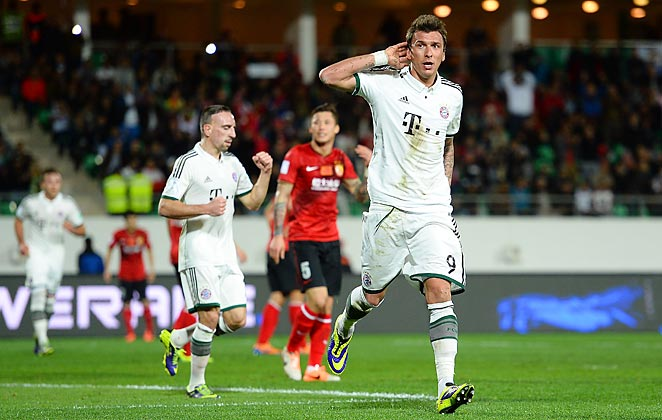 Mario Mandzukic scored in the first half of Bayern Munich's 3-0 win in the Club World Cup semifinal.