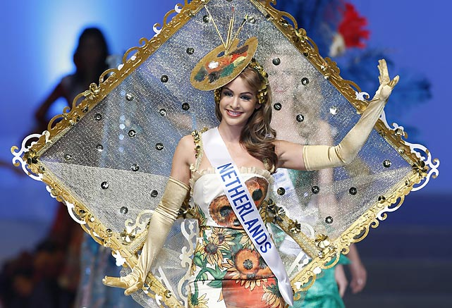 She was framed! Miss Netherlands Nathalie den Dekker presented her national costume during the contest's final in Tokyo.