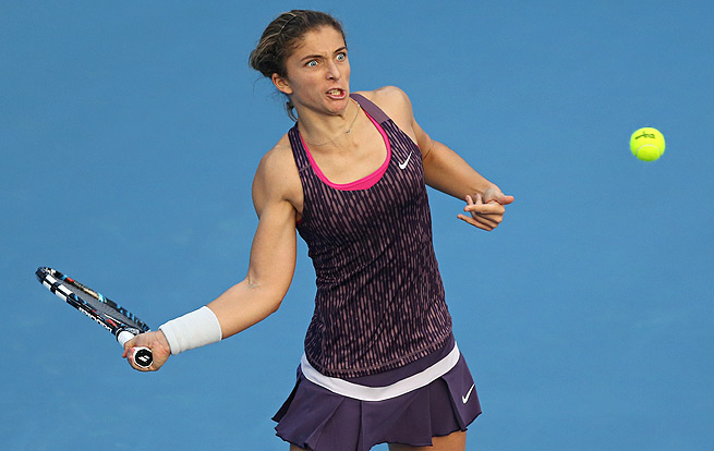 Sara Errani almost dropped her first match of the season to China's Zheng Saisai.
