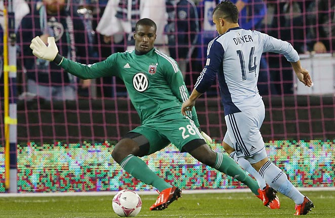 Dom Dwyer scored the only goal as Sporting KC moved to the top of the MLS standings.