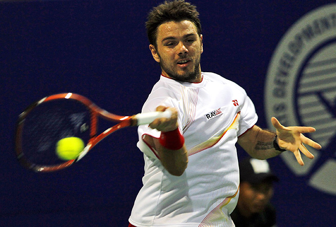 Stanislas Wawrinka easily beat Benjamin Becker 6-3, 6-1 to advance at the Chennai Open.