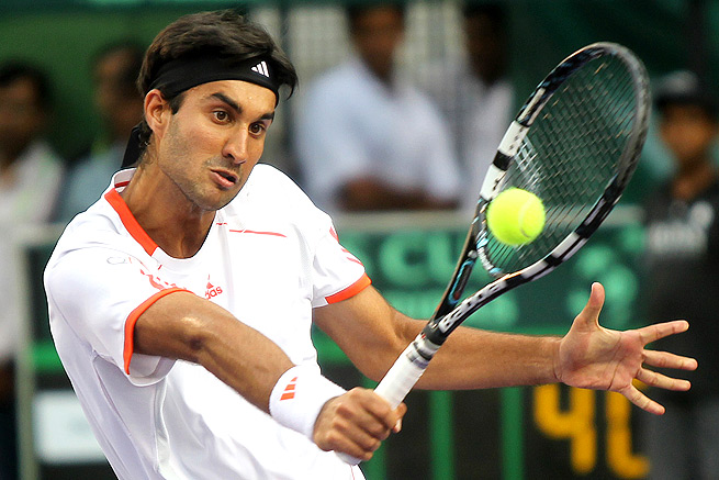 Yuki Bhambri dominated the first set against Fabio Fognini, and the two were tied when Fognini retired.