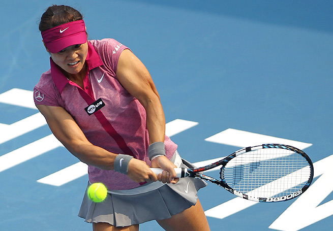 Li Na cruised past Annika Beck 6-1, 6-3, to make her second-straight final at the Shenzhen Open.