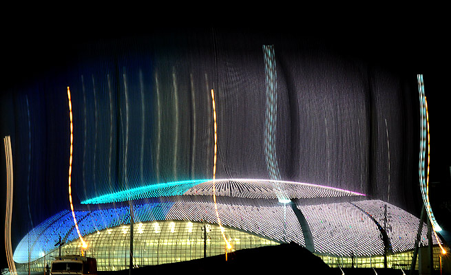 38,000 LED lights embedded in an aluminum roof allow Bolshoy Ice Dome to brighten up the night.