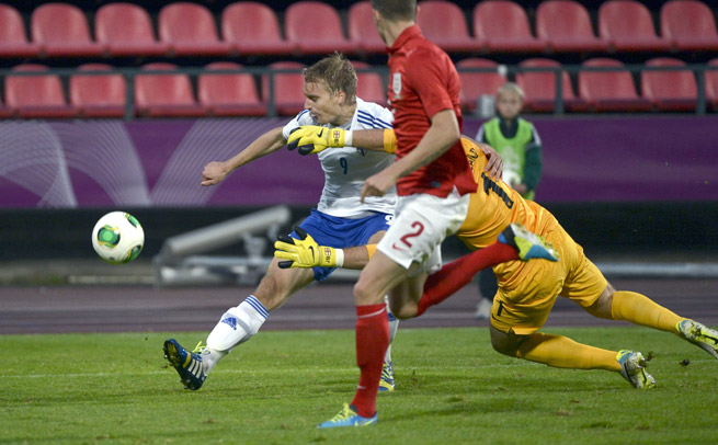 Borussia Dortmund has signed promising Finnish striker Tim Vayrynen, left, through 2016.