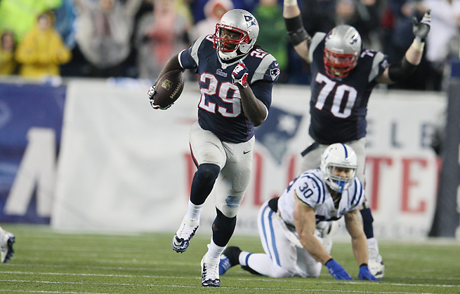 LeGarrette Blount set a Patriots playoff record with four rushing touchdowns against the Colts.