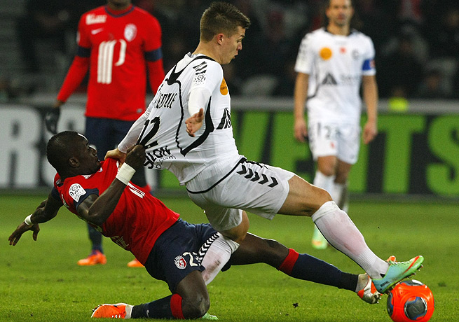 Djibril Sidibe (left) and Lille were not able to get the better of Franck Signorino and Reims.