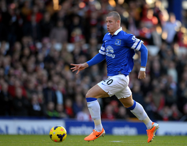 Breakout Everton player Ross Barkley will miss up to six weeks with a fractured toe.