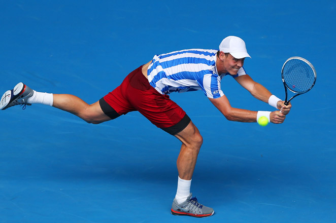Seventh-seeded Tomas Berdych is the first man to move into the 3rd round of the Australian Open.