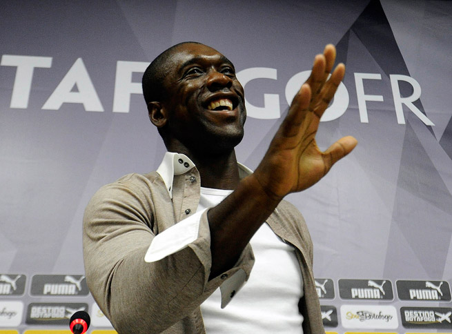Clarence Seedorf has signed a contract to be AC Milan's manager through June 2016.