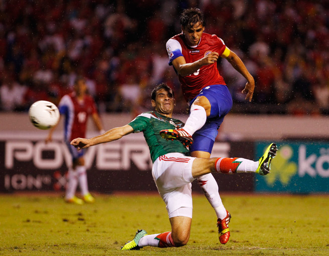 Costa Rica star Bryan Ruiz, right, will spend the rest of the season on loan at PSV from Fulham.