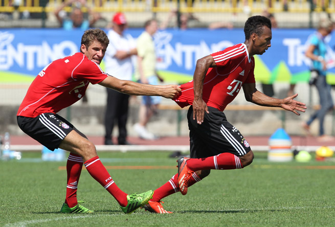 German-American teenager Julian Green, right, goes through Bayern Munich training exercises with Thomas Muller.