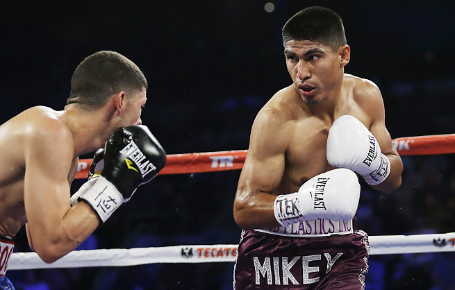 Mikey Garcia (right) will put his undefeated record on the line on Saturday night. | Photo: Eric Gay/AP