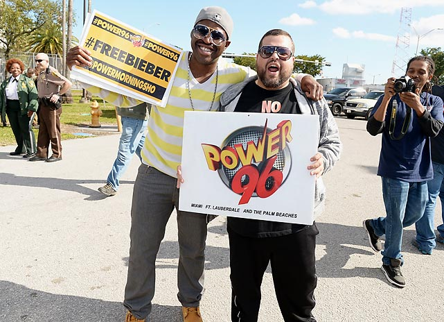 Showin' support for the embattled popster outside the Turner Guilford Knight Correctional Center where he wound up after being pinched for DUI and resisting arrest in Miami Beach.