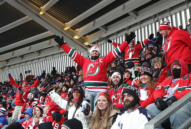 Though the tilt was held in the Rangers' home city, it was technically a Devils home game. A sellout crowd of 50,105 braved temperatures that dropped below 20 degrees with occasional snow flurries.