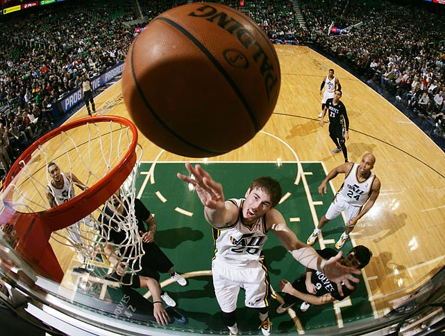 Utah Jazz guard Gordon Hayward shoots against the Minnesota Timberwolves in a Tuesday contest. Though Hayward scored 27 points, the Jazz fell to the Wolves, 112-97.