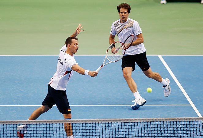 Tommy Haas and Philipp Kohlschreiber defeated Spain in doubles to win their Davis Cup pairing.