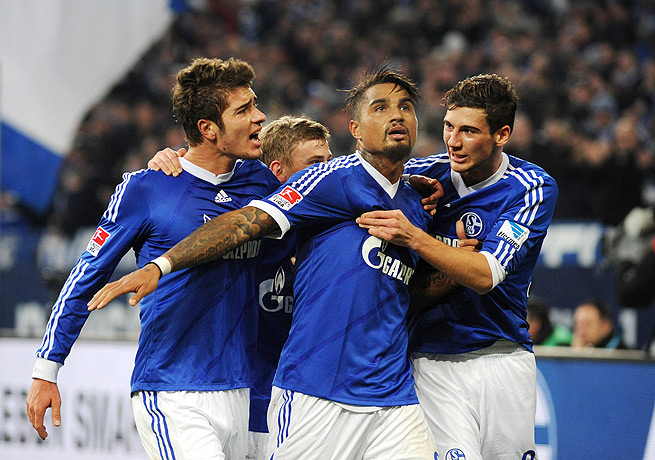 Kevin-Prince Boateng (center) came through with the winning marker for Schalke against Wolfsburg.