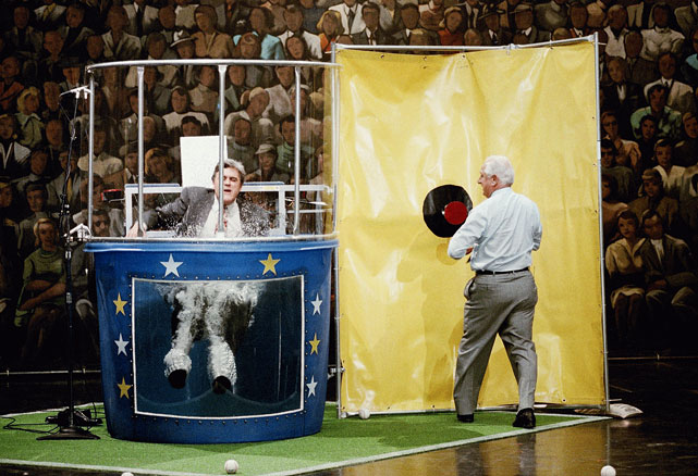 Dodgers manager Tommy Lasorda had an easier time hitting the target to dunk Leno by just walking up to it.