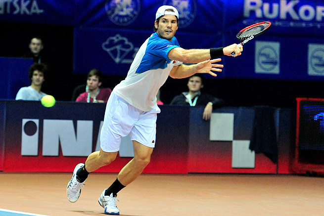 Tommy Haas played a tough match against Russian qualifier Andrey Kuznetsov, but prevailed to reach the semifinals.