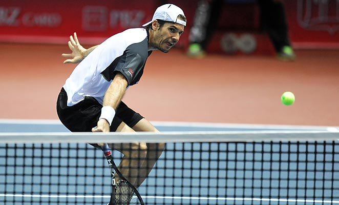 Tommy Haas reached the final of the Zagreb Indoors on Saturday, where a win would deliver his 16th ATP title.