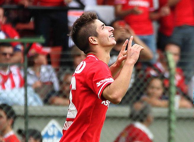 Toluca's Isaac Brizuela celebrates his late goal that gave the club a 1-0 win over Chivas Guadalajara Sunday.