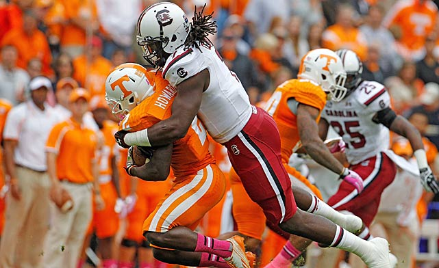 Clowney tackles Volunteers wide receiver Alton Howard for a loss.