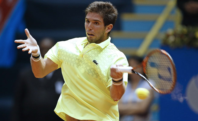 Federico Delbonis beat Paolo Lorenzi 4-6, 6-3, 6-4 for his first ATP title at the Brazil Open.