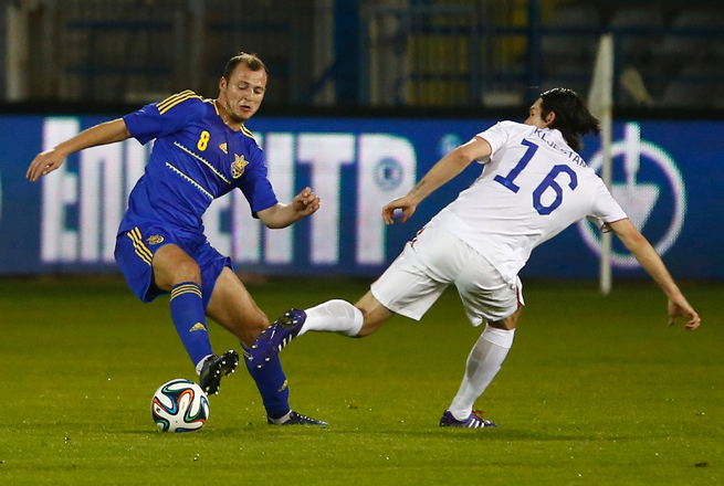 FC Dnipro striker Roman Zozulya, left, and fellow Ukrainian domestic league players will return to action on March 15 after a brief hiatus due to the political climate in the country.