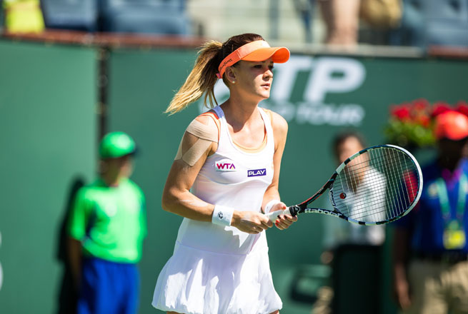 Agnieszka Radwanska beat qualifier Heather Watson of Britain 6-4, 6-3.
