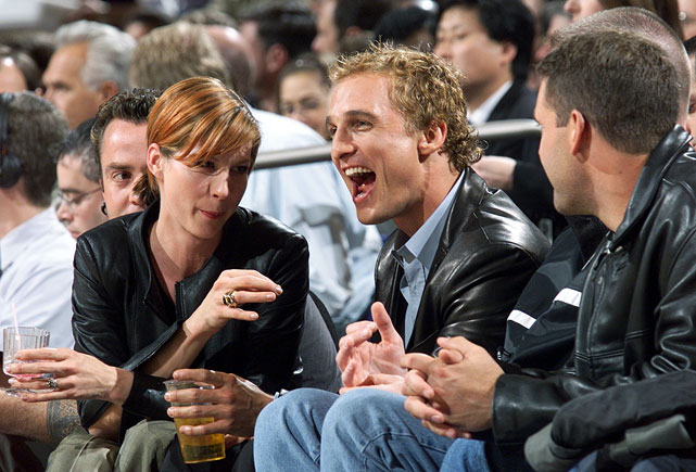 Jenna Elfman and Matthew McConaughey share a laugh courtside during a New York Knicks game against the New Jersey Nets at Madison Square Garden in New York City on April 12, 2000.