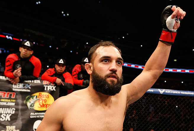 Johny Hendricks won the vacant welterweight championship, unanimously outpointing Robbie Lawler.