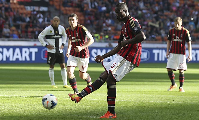 Mario Balotelli's second-half PK wasn't enough for Milan, who fell 4-2 to Parma at the San Siro.