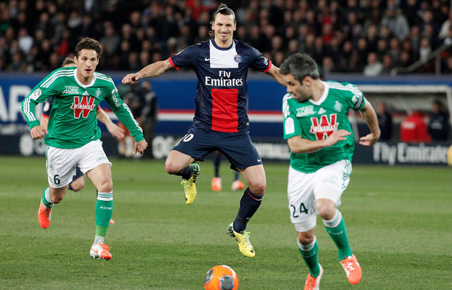 Zlatan Ibrahimovic's two scores led PSG to a win over Saint-Etienne, the club's seventh straight victory.