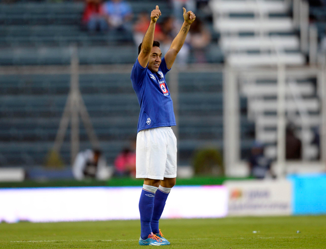 It was two thumbs up for Cruz Azul's Marco Fabian after his two goals in a 2-1 win over Club Tijuana helped the club stay in first place in Liga MX.