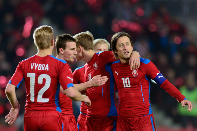 Arsenal's Tomas Rosicky, right, and the Czech Republic are slated to play the U.S. men in a September friendly.