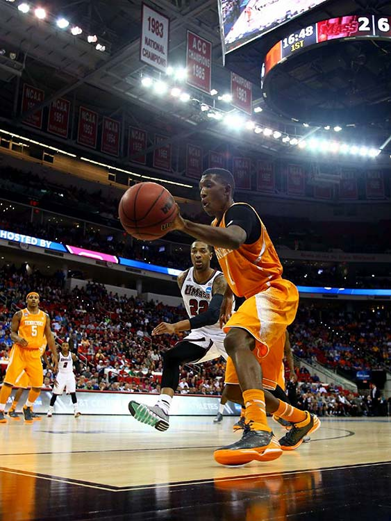 Josh Richardson tries to save the ball from going out of bounds as Sampson Carter defends.