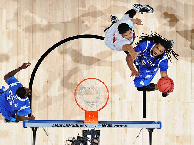 Mike McCall Jr. tries to stop Jordair Jett from getting to the basket. The Billikens began the second half with a 13-2 run, holding Louisville without a field goal for nearly seven minutes to take a 29-27 lead, but the Cardinals recovered.