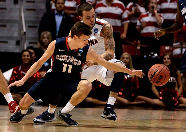 The Wildcats harassed the eighth-seeded Bulldogs into 21 turnovers -- 15 on steals- - that led to 31 points. Arizona led by 21 in the first half and continued to work over Gonzaga to earn its third trip to the Sweet 16 in four years.