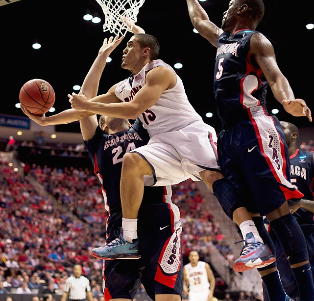 Nick Johnson of Arizona goes up and under for a shot against Gonzaga.