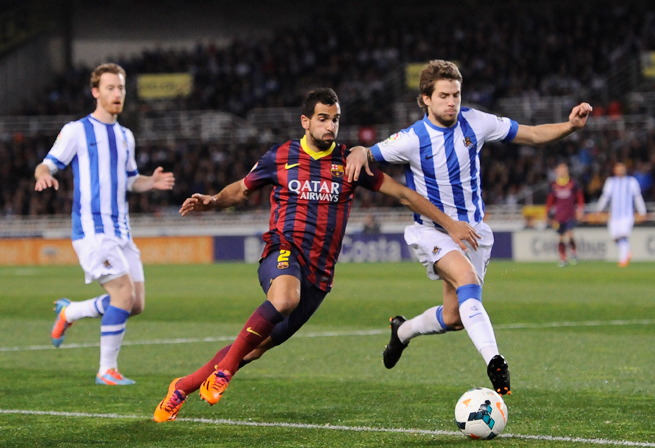 Barcelona defender Martin Montoya, center, is set to sign a new deal with the Spanish club on Friday.