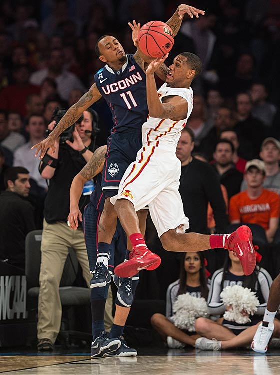 Ryan Boatright of UConn defends against Monte Morris.