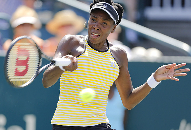 Venus Williams pushed Eugenie Bouchard to three sets in Charleston but couldn't hang on for the win.
