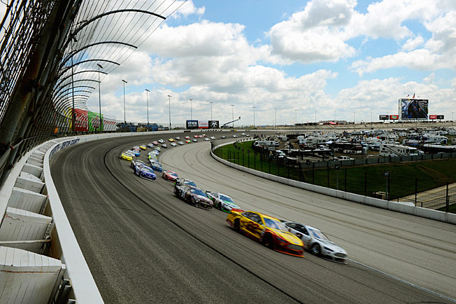 Joey Logano and Brad Keselowski lead the field in the Duck Commander 500 at Texas Speedway.