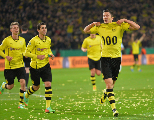 Borussia Dortmund's Robert Lewandowski celebrates his 100th goal with the club, which helped it reach the German Cup final in a semifinal win over Wolfsburg on Tuesday.
